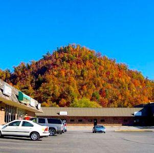 A strip mall in Lexington, Kentucky (October 21, 2006).